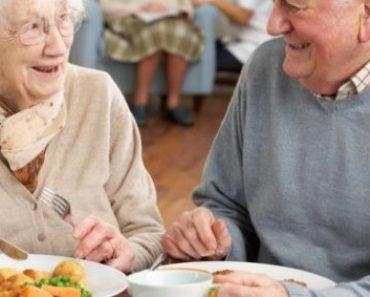 Homme et femme très âgés